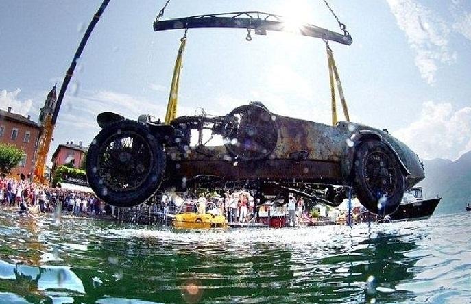 Un Bugatti en el fondo de un lago suizo
